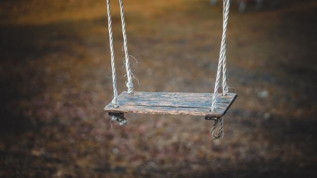 swing-1350654_1920.jpg